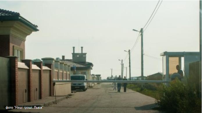 Журналисты разоблачили элитное депутатское поселения возле Львова