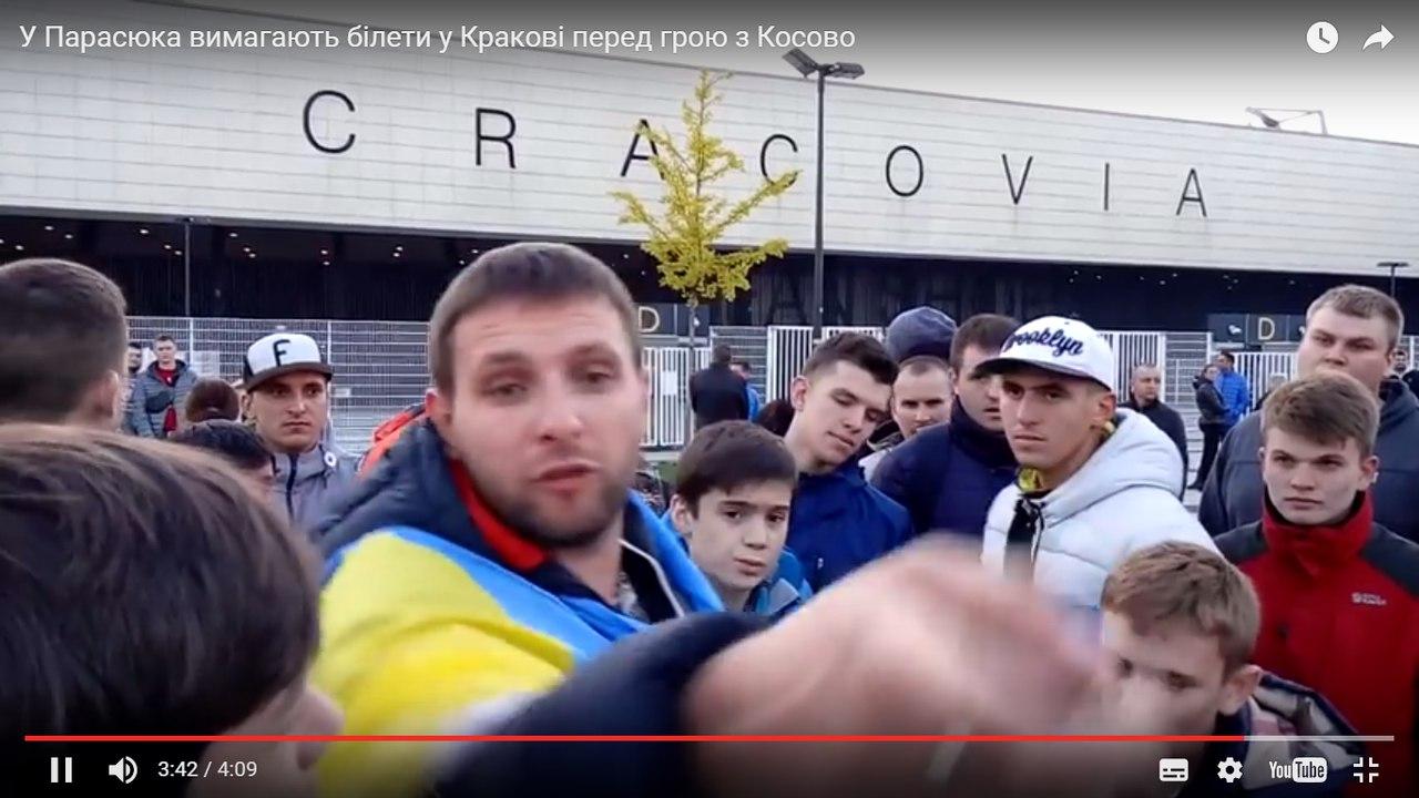 Парасюк устроил скандальную разборку с футбольными фанатами ( видео)