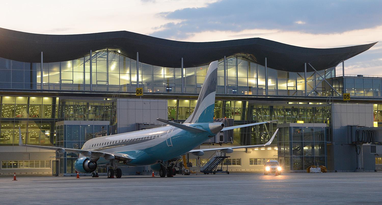 Работникам аэропортов запретят общаться на русском
