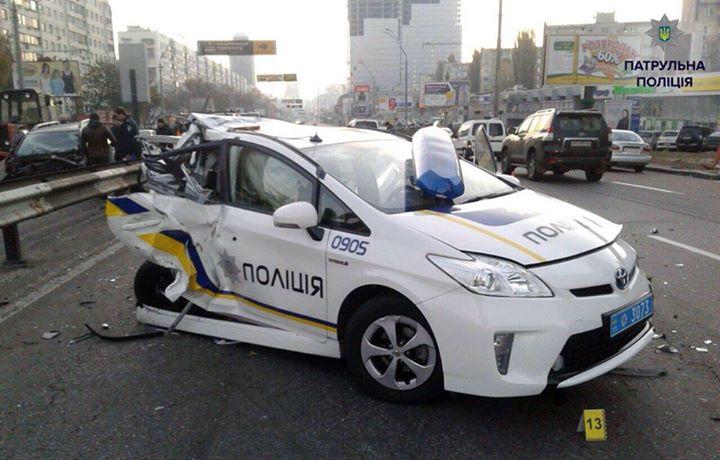 2 полицейских погибли в страшном ДТП: машина разлетелась на куски