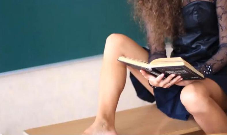 Секс-скандал: в Сеть попало интимное видео ученицы и учителя