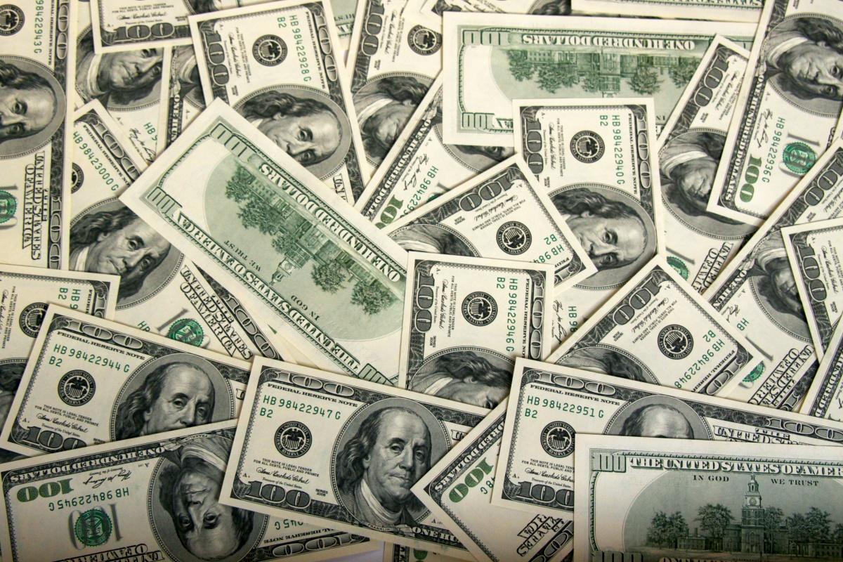 Таможня изъяла контрабанду $ 30 тыс. у женщины во Львовской области