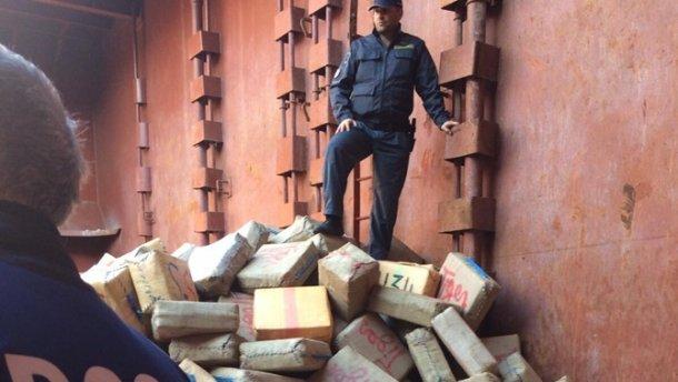 Украинские моряки за перевозку наркотиков получили наказание в Италии (фото)