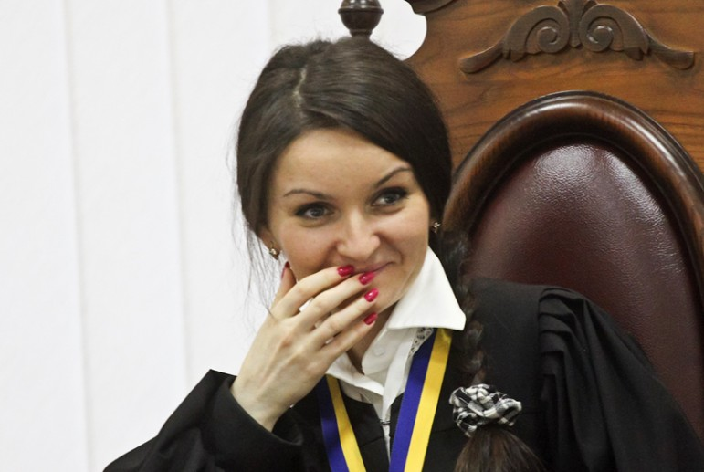 Забрала деньги и купила себе машину: как скандальная судья Царевич увольнялась с должности