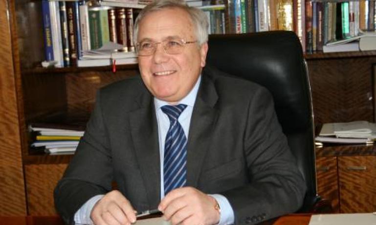 Мэр Вилкул задекларировал имущество в Крыму, много налички и изобретения