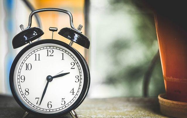 Когда в Украине переводят часы на зимнее время в 2016 году