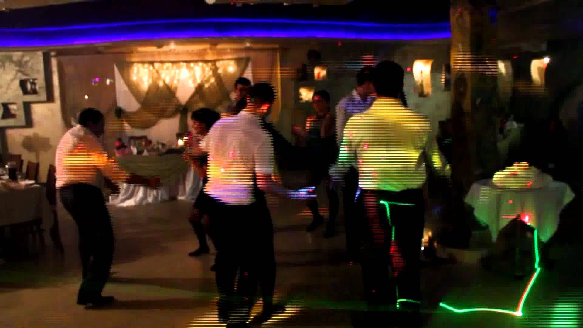 Сеть потрясло видео пьяных танцев известного депутата (видео)