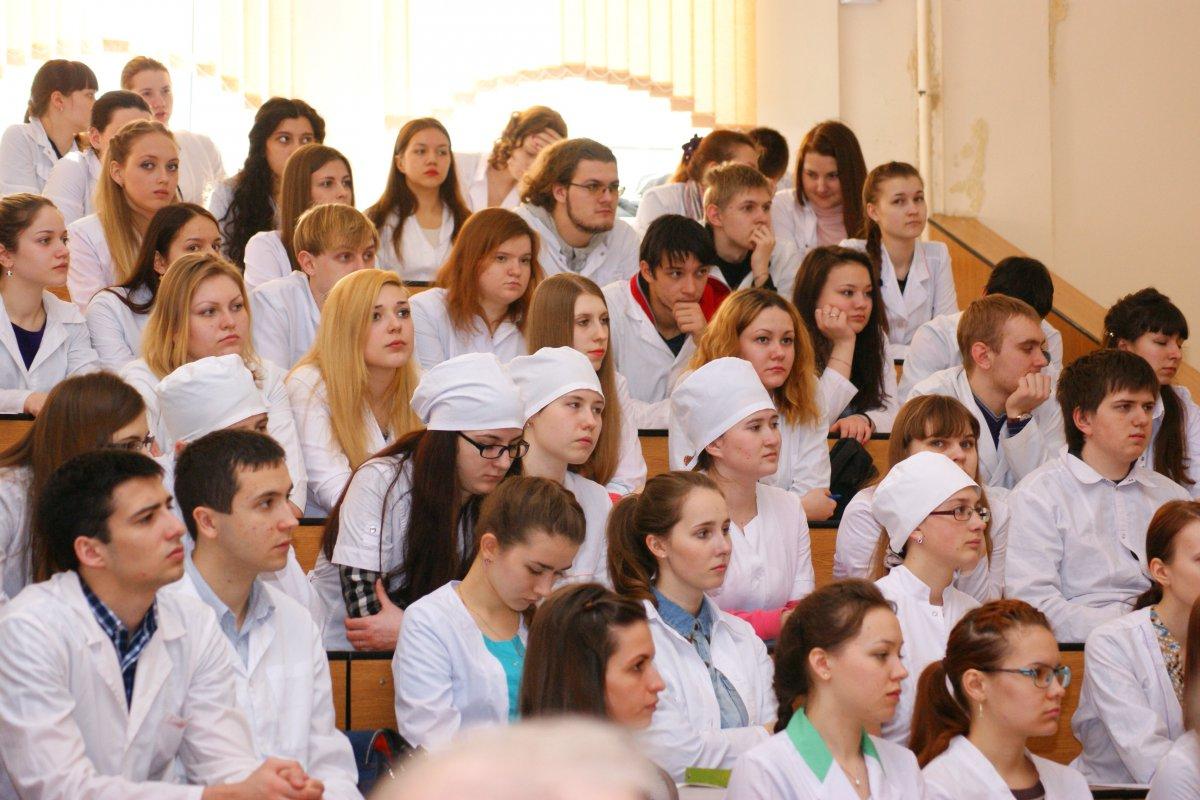 ВР обязала студентов-медиков проходить военную подготовку