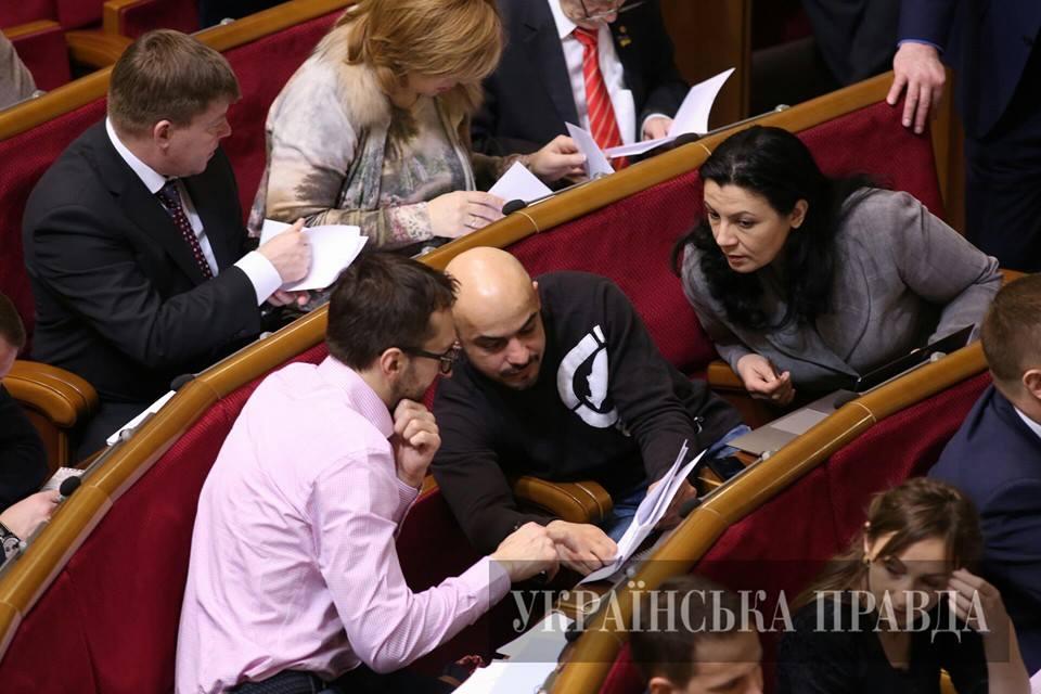Для них это не важно? Лещенко, Залищук и Найем не голосовали за освобождение судей режима Януковича