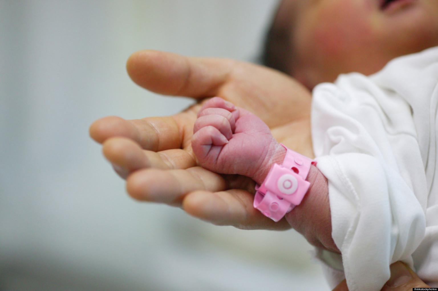 Акушеры безжалостно покалечили ребенка: теперь она навсегда обречена жить возле аппарата