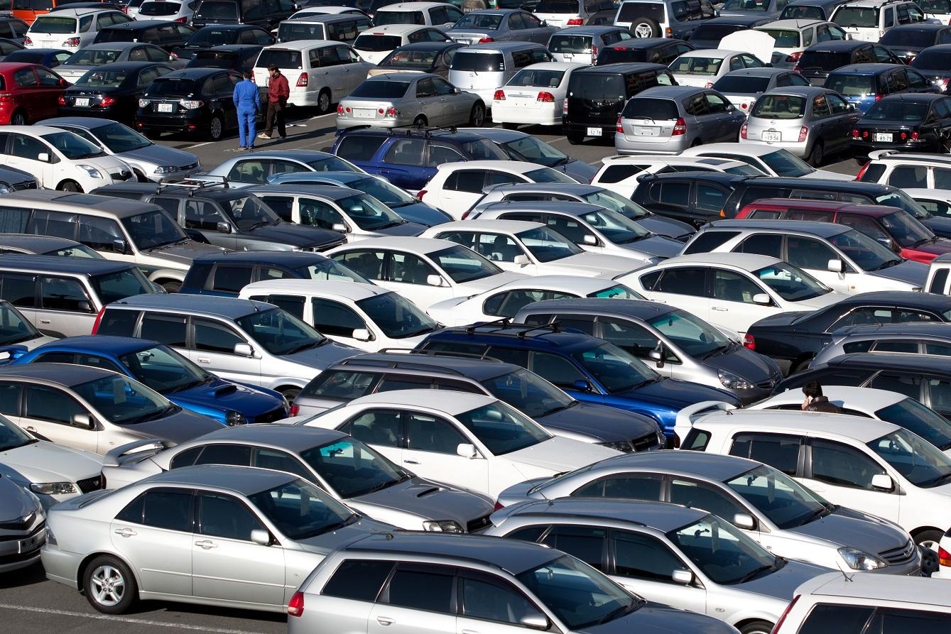 На нерастаможенные автомобили украинцев готовят массовые облавы