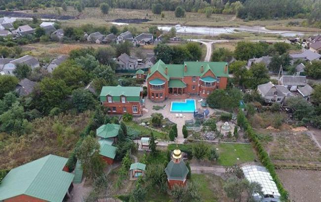 У судьи из Днепра нашли личную церковь в придачу к особняку и квартирам
