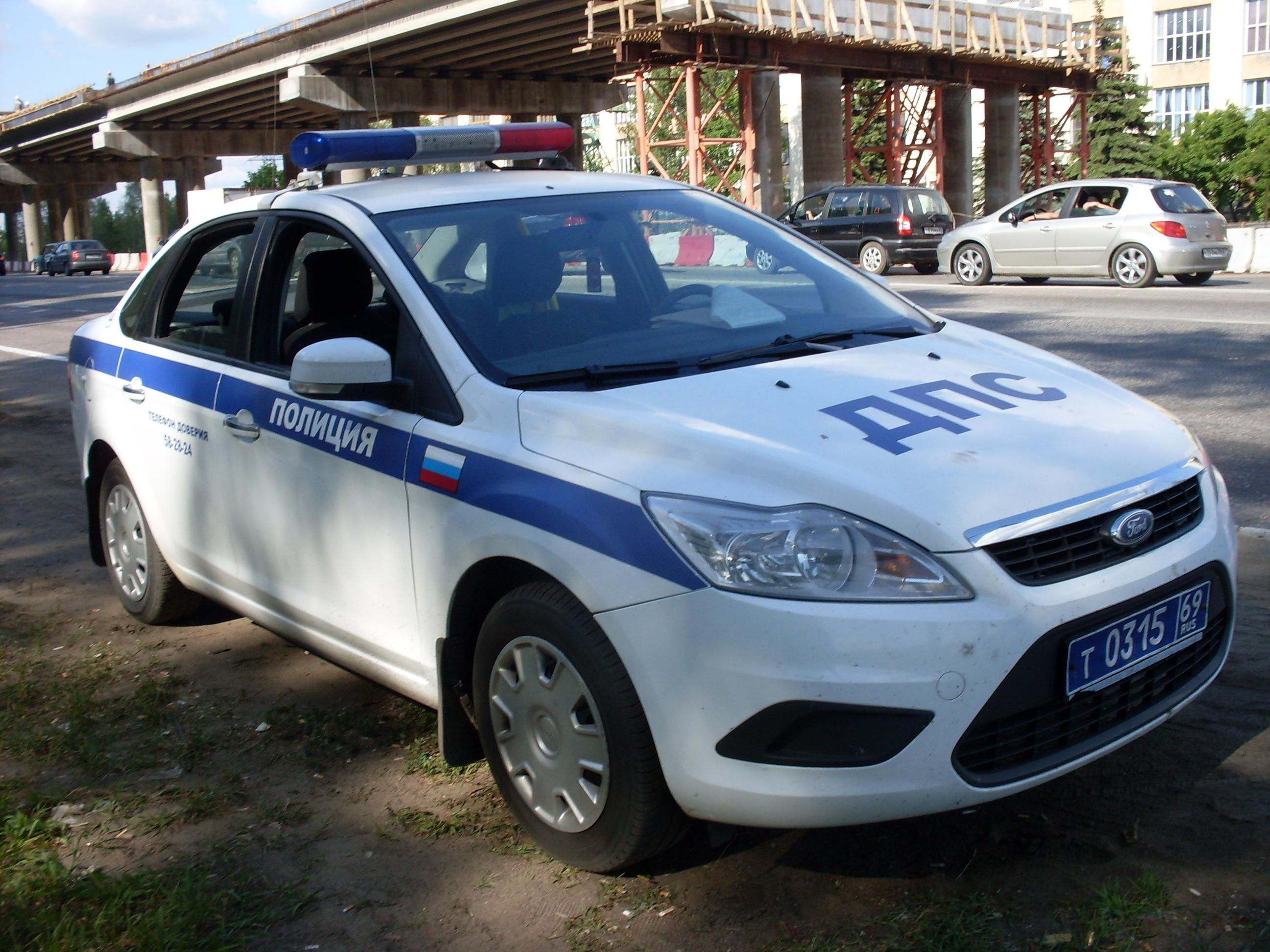 ДТП во Львове: полицейское авто на всех парах врезалось в бус