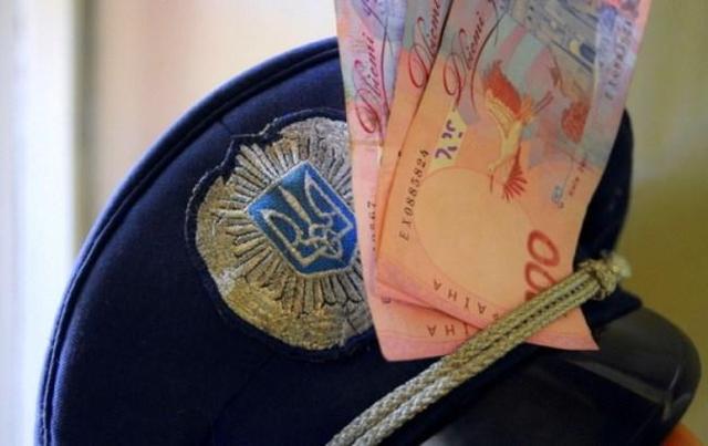 «Новая» полиция: в Черновцах задержали майора за взятку в 1 тыс. долларов