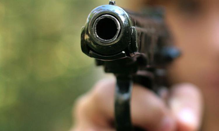 Полицейский застрелил коллегу на глазах у остальных: кадры расстрела попали в Сеть (видео)