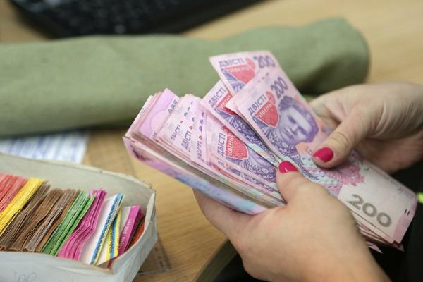 В пользу бедных: у топ-чиновников Украины заберут VIP-кормушку