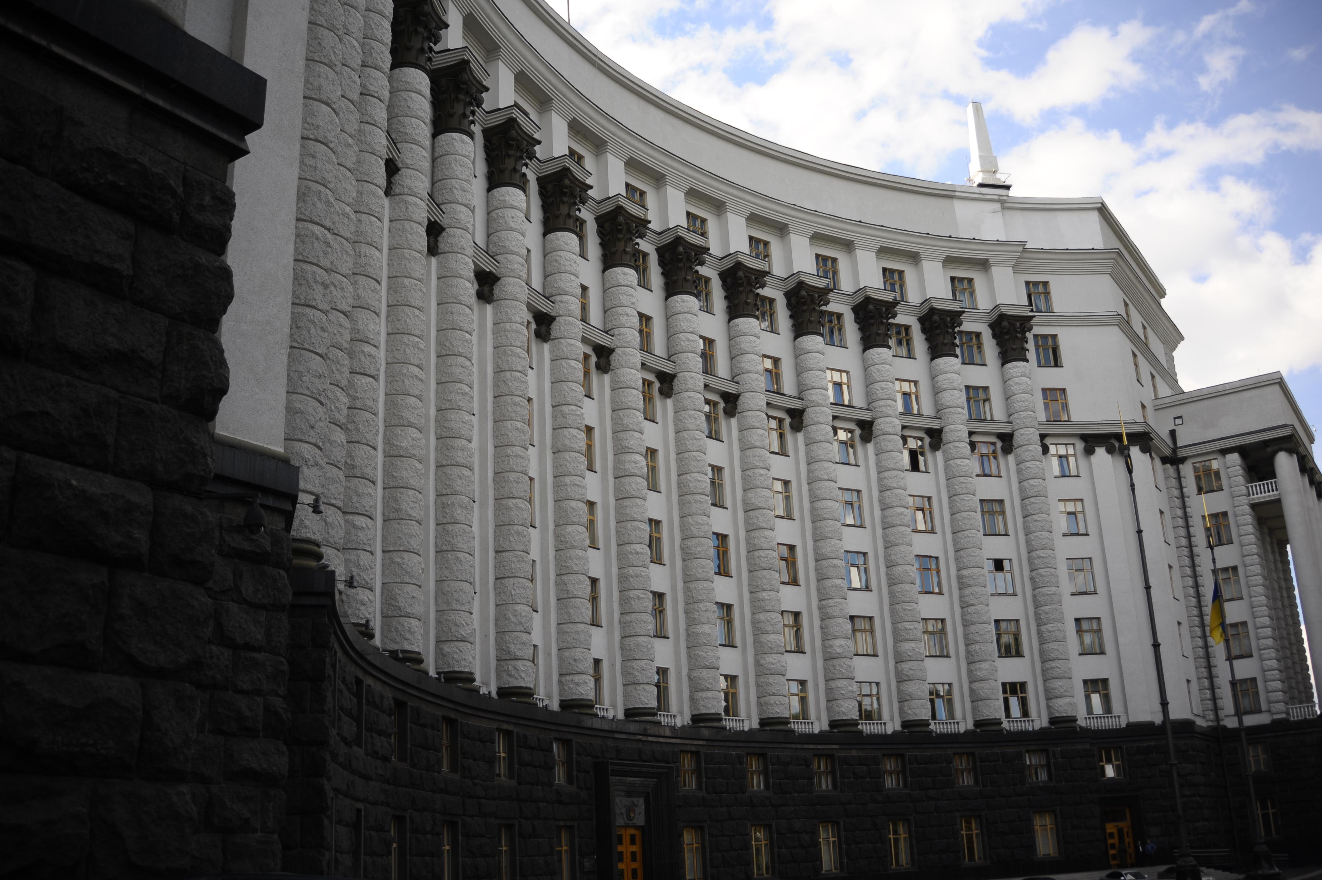 Кабмин готовит список товаров, которые будут ввозиться на оккупированный Донбасс