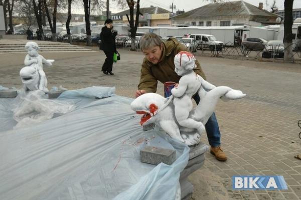 Вандализм против коррупции или чем провинился фонтан: художник-активист «поиздевался» над фонтаном. Есть ФОТО