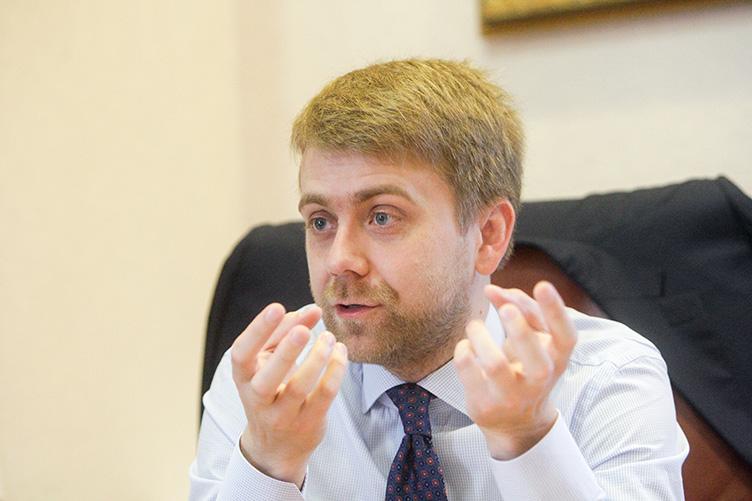 Огромные прихоти судей: судья, который запретил Майдан, прикупил яхту «для прогулок по Днепру»