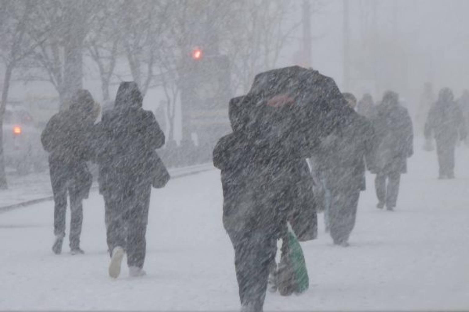 На дорогу лучше не выходить: на Украину надвигается мощный снегопад