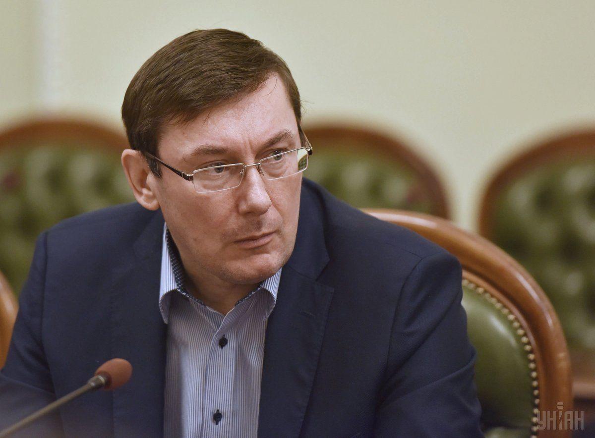 Луценко отправился в Гаагу убеждать МУС расследовать события Майдана