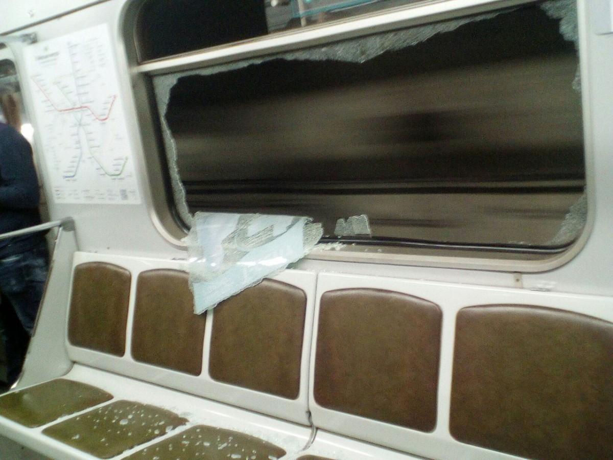 Такого никто не ожидал: человек сам через два месяца возместил разбитое окно в транспорте (ФОТО)