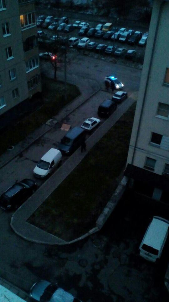 Это ужасно: мужчина выбросился из окна во Львове (ФОТО)