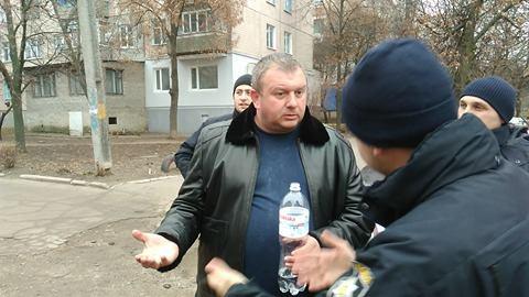 Скандал: экс-депутат пытался отвертеться от полицейских, которые хотели доставить его в наркодиспансер (ФОТО)