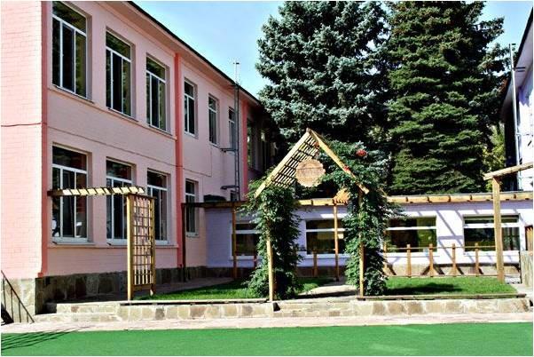 В Запорожье «минировали» элитную школу