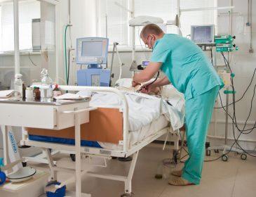 Звезду известного украинского развлекательного шоу внезапно госпитализировали — у него серьёзные проблемы