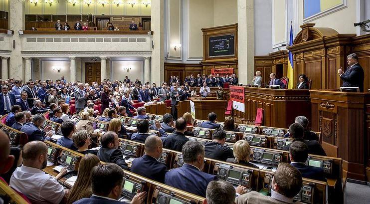 Шокирующая сумма: граждане подсчитали общую сумму доходов украинских депутатов