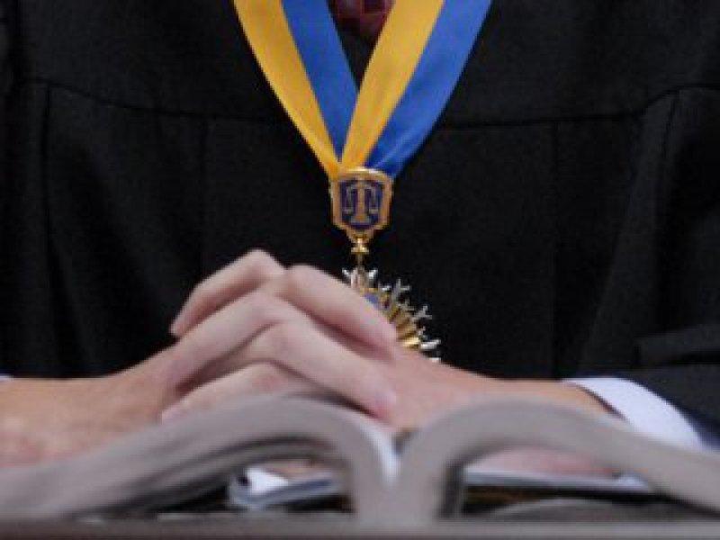 Нет денег — нет проблем: украинского судью ободрали до нитки — забрали последние деньги