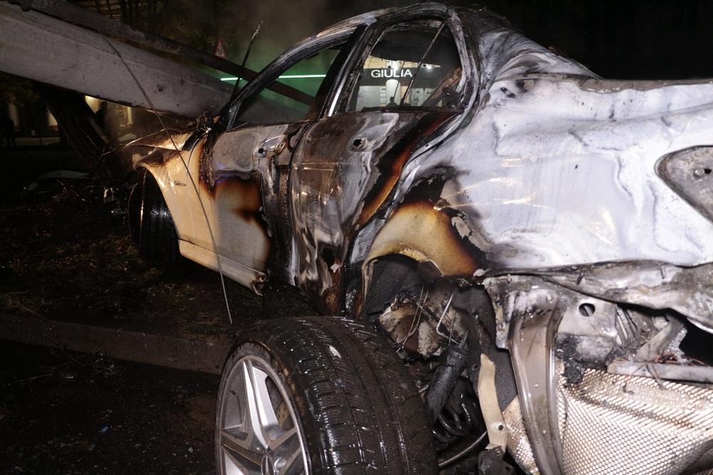 ДТП, которое не укладывается в голову: вооруженный депутат едва не сгорел в машине, устроив аварию (ФОТО)