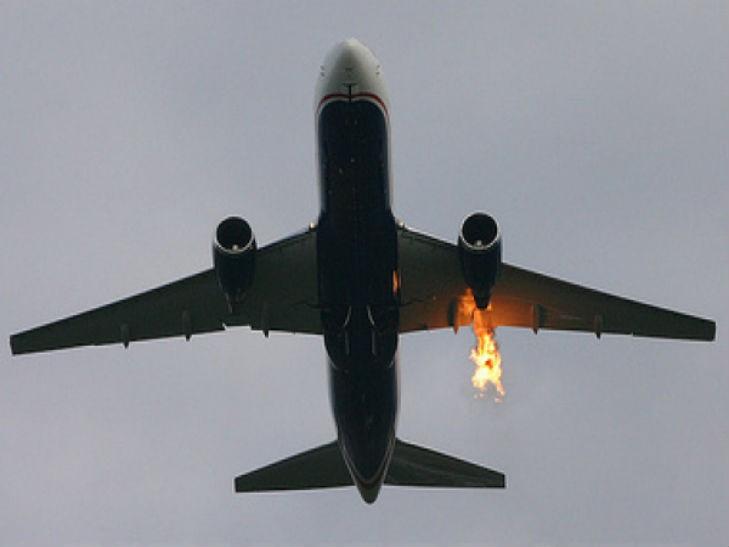 Что с ним случилось? У самолета на огромной высоте отказал двигатель