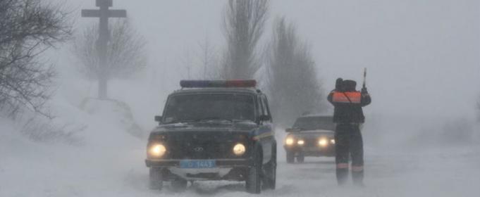 Непогода в Украине: автомобили в кювете, застряла «скорая», поваленные деревья