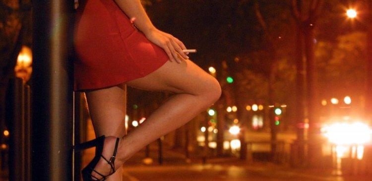 В Киеве прикрыли публичный дом. Полиция поймала проститутку «на горячем»