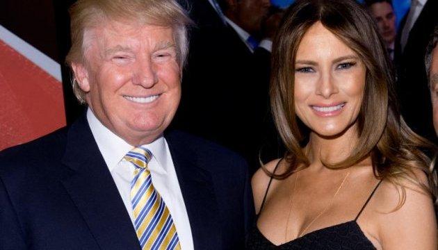Жена Трампа засветила обнаженным фото в полупрозрачном купальнике (пикантные фото)