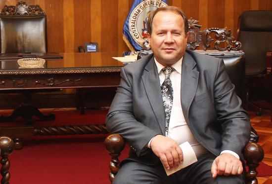 Главе Счетной палаты одели электронный браслет и приказали сидеть дома