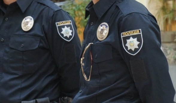 Куда катится мир: двое украинских полицейских ограбили пассажиров железной дороги