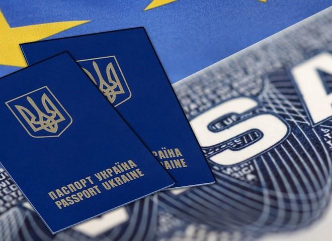 Неужели дождались: сегодня визы для украинцев отменит одна из стран Европы