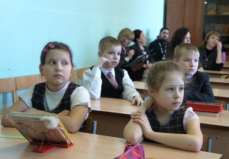 Украинские школы в панике: кардинально меняют учебный процесс