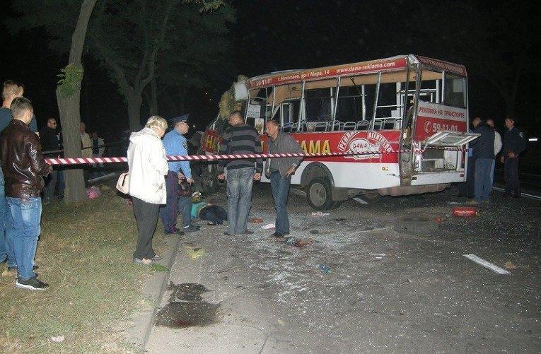 Трагедия во Львове: маршрутка полная людей, врезалась в столб (фото)