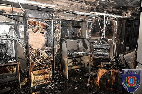 Срочно, жуткое зрелище: есть фото страшного пожара в Одессе. Жизнь пострадавших может оборваться (ФОТО)