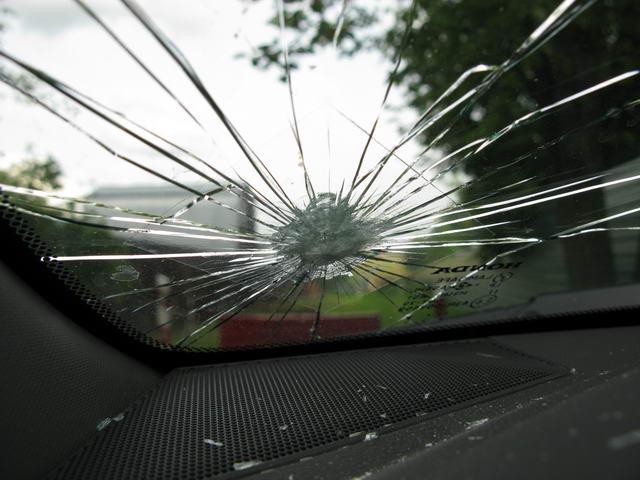 Спасение для водителей: что делать, если непогода повредила авто и кто за это должен платить