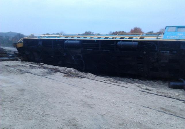 Из-за пьяного машиниста перевернулся поезд: ужасное зрелище (фото)