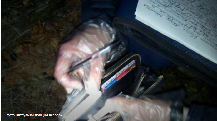 Патрульные Львова задержали двух подозреваемых в карманных кражах