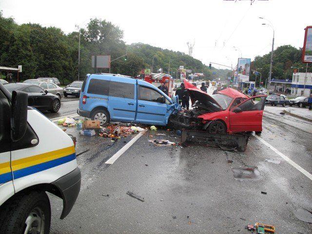 Жуткая авария: обломки авто разлетелись на 30 метров вокруг