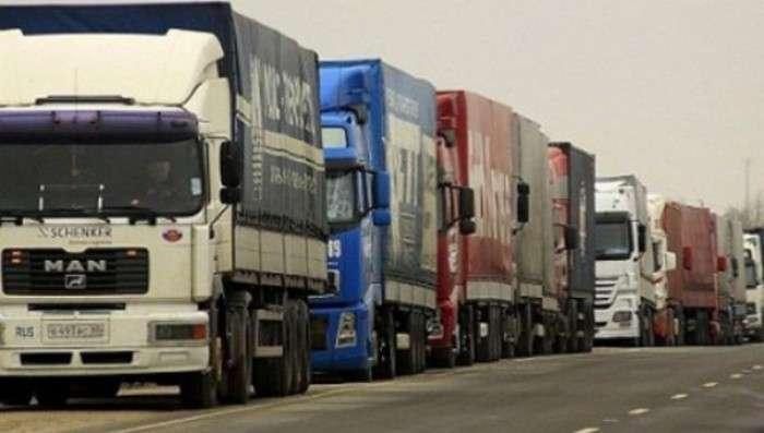 В понедельник утром в Киев перестанут пускать грузовики