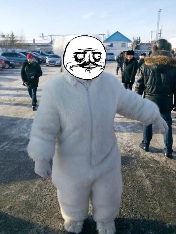Сеть плачет от смеха: известный депутат пришел на официальное мероприятие в костюме медведя