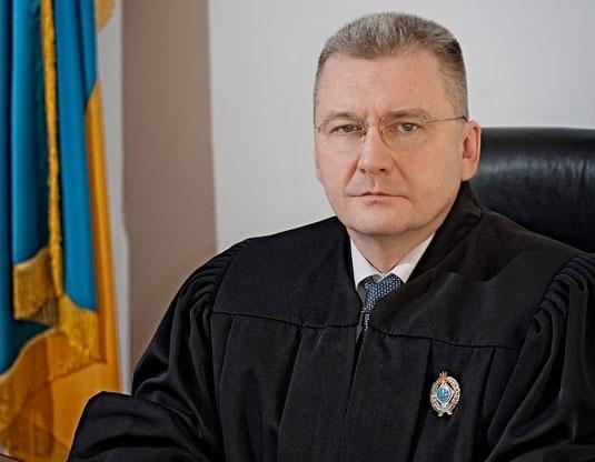 Неплохо устроил свою пятую точку: львовский судья — миллионер живет на широкую ногу